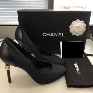 Bnib CHANEL BLACK PUMPS heels sz 38 18P